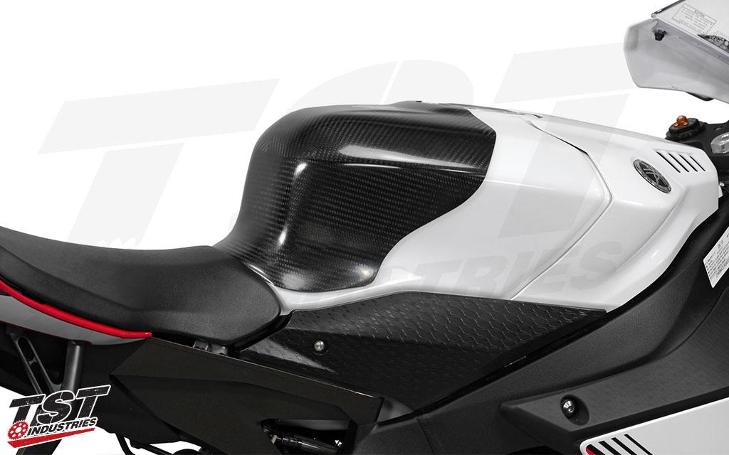 V1 SE Moto Tank Shroud installed on the 2015+ Yamaha YZF R1.