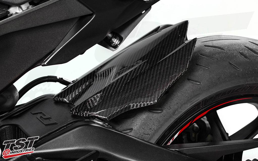 TST Industries Twill Carbon Fiber Rear Tire Hugger installed on the 2015+ Yamaha YZF-R1.