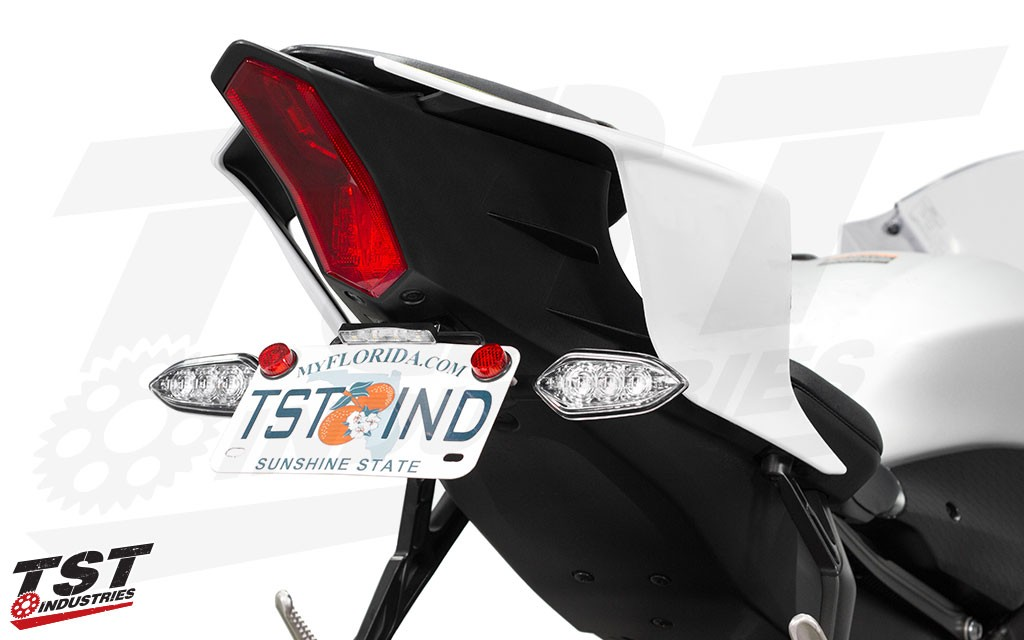 Elite-1 Fender Eliminator for the 2017+ Yamaha R6 shown with the optional OEM Signal Bracket kit and TST LED Stealth License Plate Light.