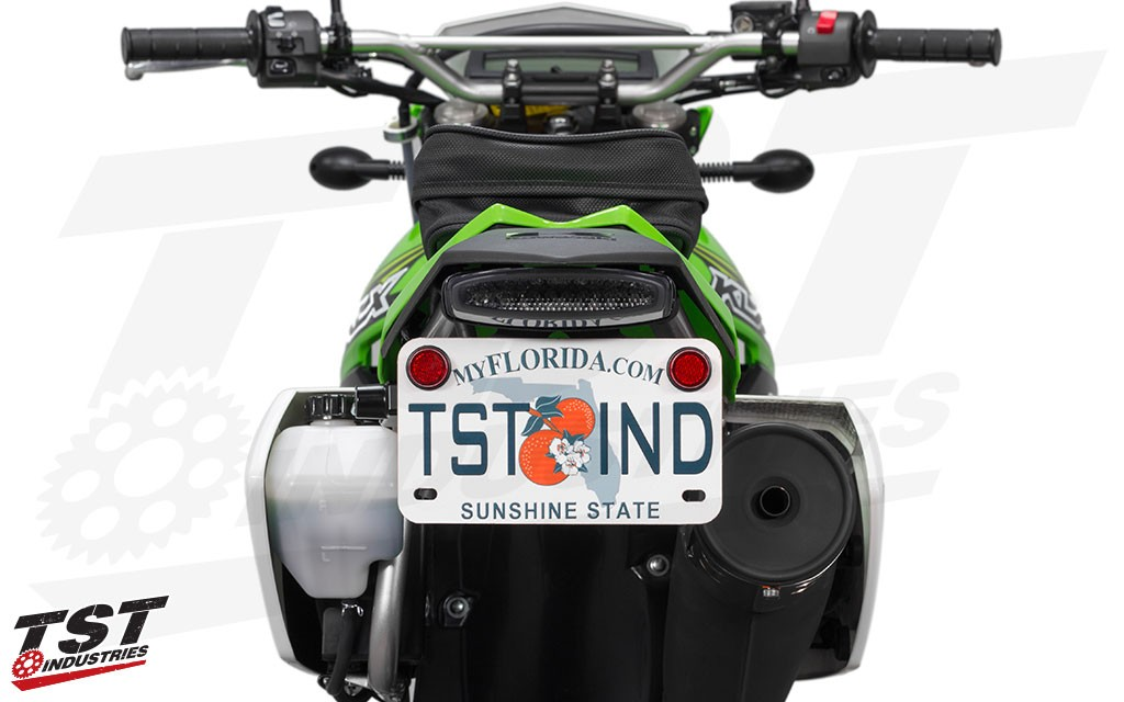 Ditch the bulky stock fender and upgrade your KLX250 / S / SF with this sleek and all-in-one solution.