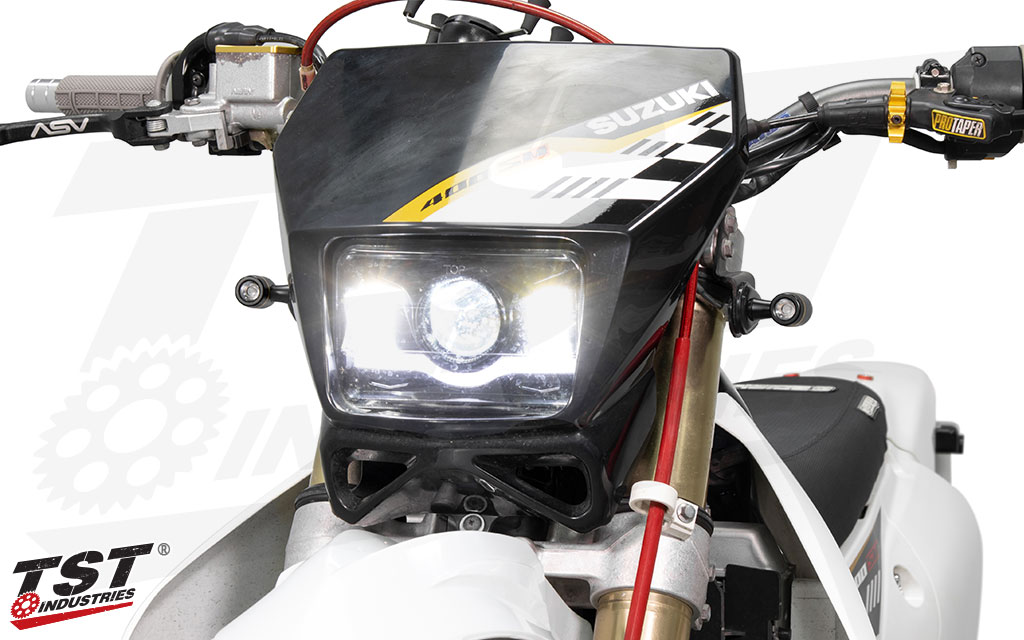 Small footprint combines with bright light output to create the TST ECHO LED Turn Signals.