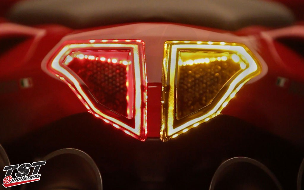 Bright LEDs shown in the signalling function on the Ducati 848 / 1098 / 1198.