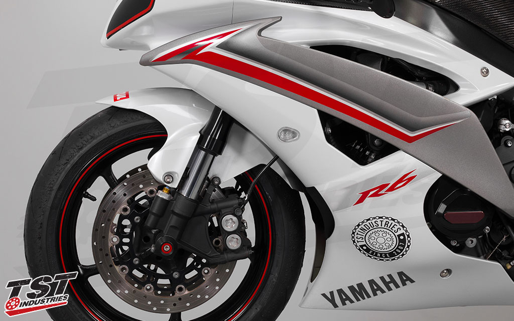 Yamaha R6 featuring the TST Industries clear GTR Front LED Signals. (Non-blemished units shown)