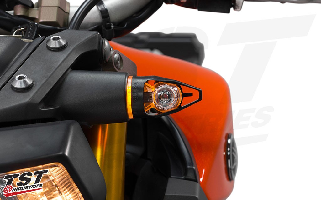 2014-2016 Yamaha FZ-09 / MT-09 with the Amber LED Running Light.