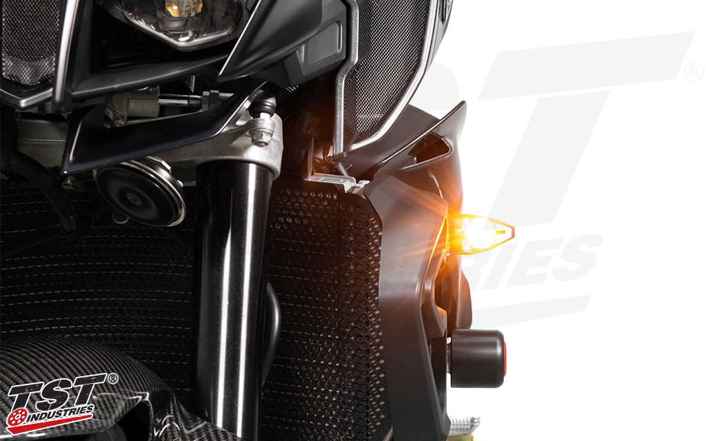 The SMD style LED combined with the advanced lens optics to create an extremely bright turn indicator.