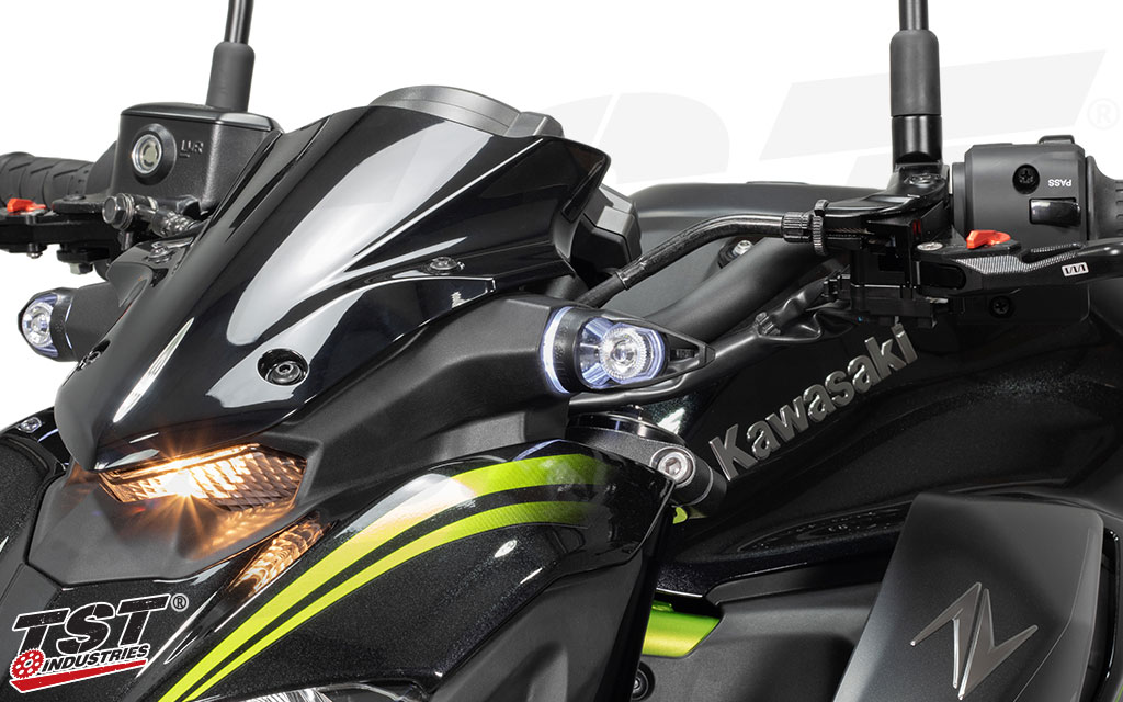MECH-GTR LED Turn Signals shown on the Z900 with the optional LED Running Light kit installed.