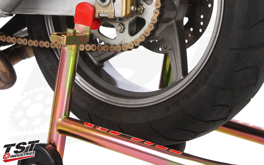 Outfitted with rubber protected pegs to lift non-spool compatible dual-sided swingarm motorcycles.