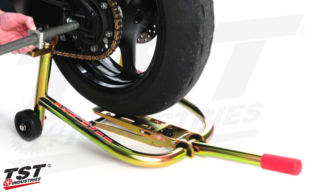 Steadily hold your tire at the correct height so you can remove or install the axle with ease.