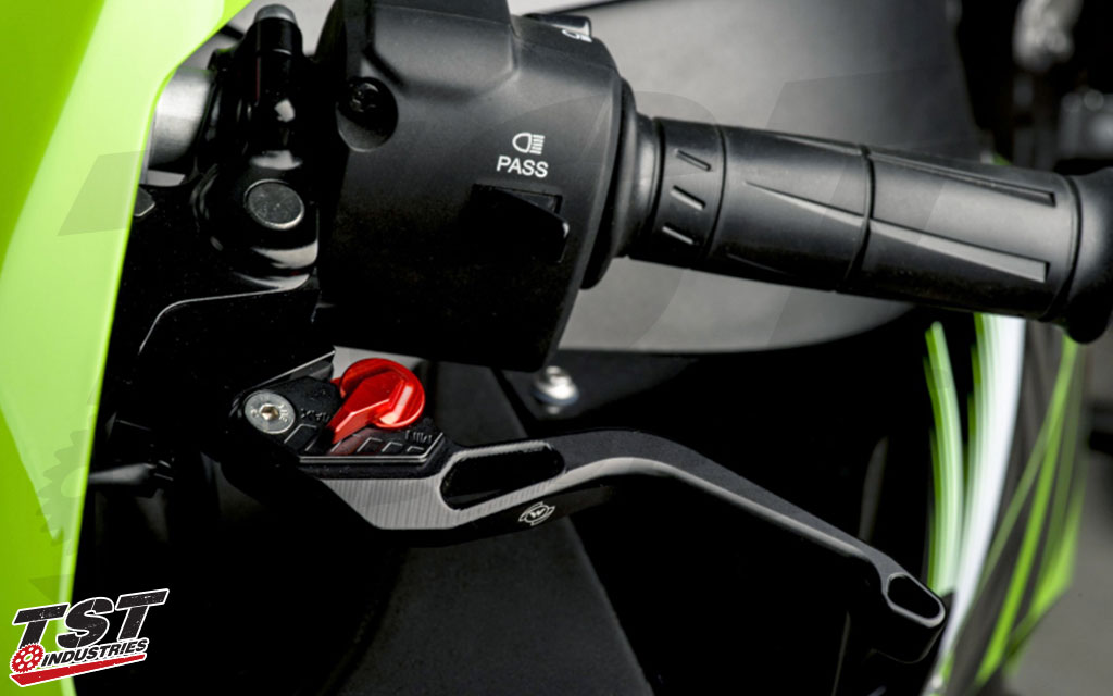 Womet-Tech Evos Shorty Levers on the 2016+ Kawasaki ZX-10R.