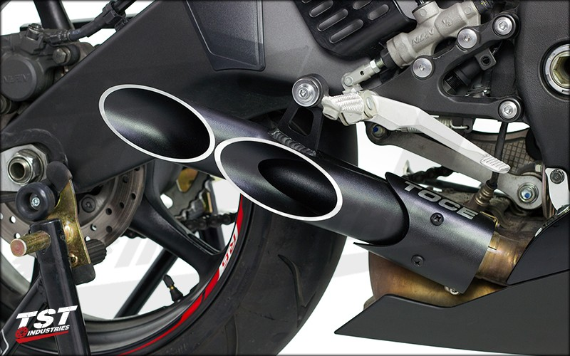 Give your R6 better looks, sound, and performance with the Toce Double Down Slip-on Exhaust. NON-BLEMISHED EXHAUST SHOWN