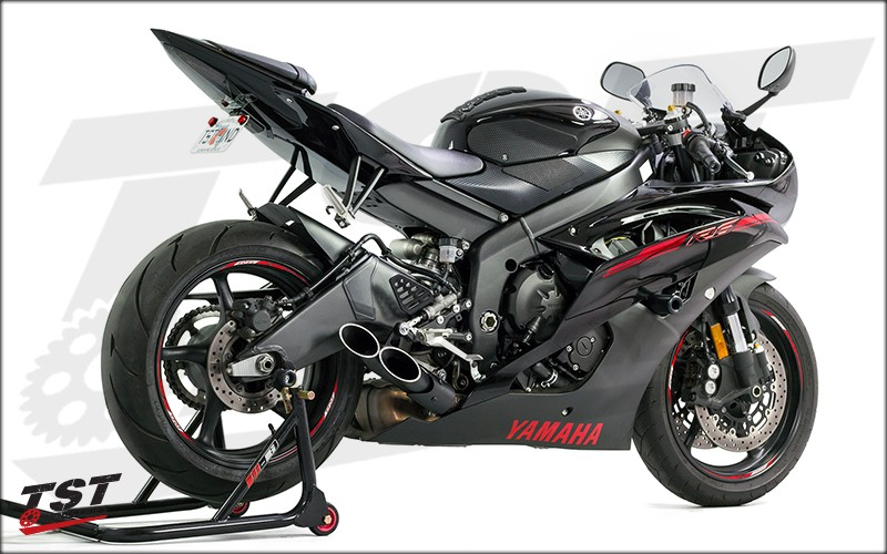 Yamaha R6 with the Toce Double Down Exhaust and TST LED Integrated Tail Light and Fender Eliminator. NON-BLEMISHED EXHAUST SHOWN