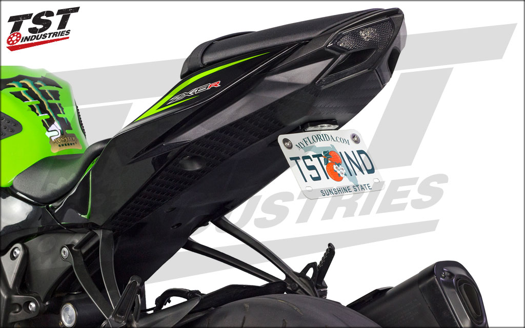 Kawi ZX6R 636 tail end cleaned up by TST fender eliminator, Low-Profile license plate light, and integrated taillight.
